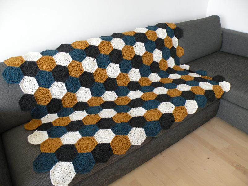 Hæklet tæppe - Færdigt tæppe med sekskanter 1