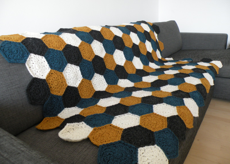 Hæklet tæppe af sekskanter 2