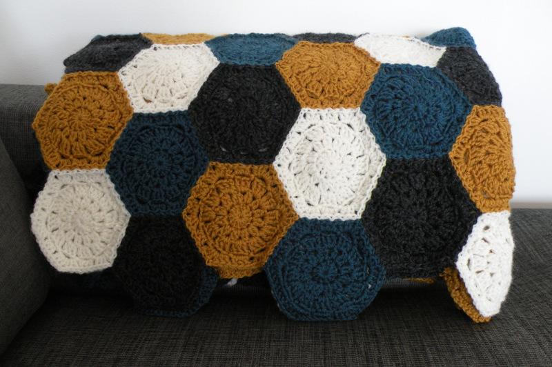 Hæklet tæppe - Færdigt tæppe med sekskanter 4