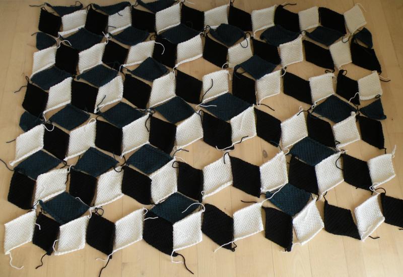 Hæklet tæppe af romber