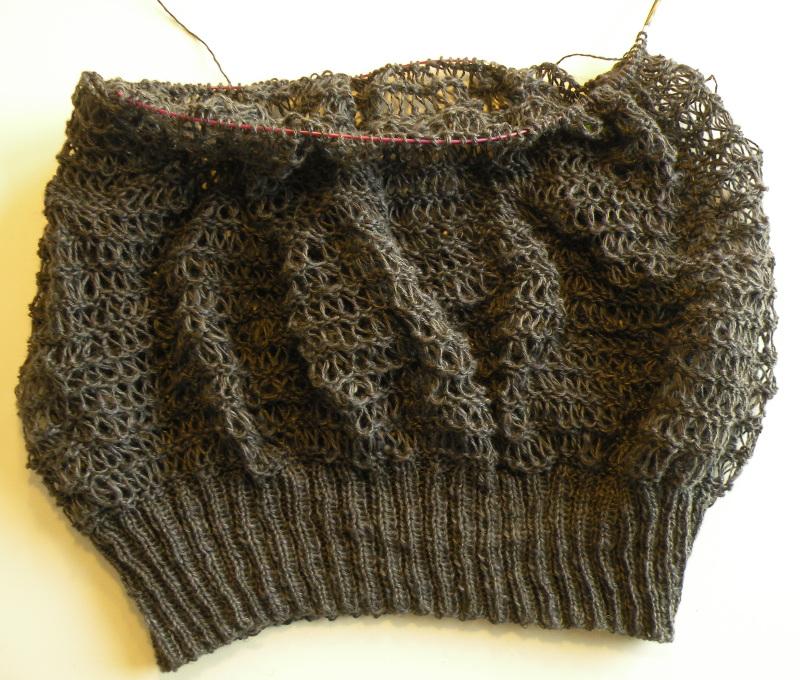 Bluse med sjovt hulmønster 1 - Igangværende strikke- og hækleprojekter